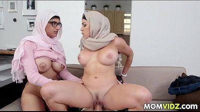 Stepmom Julianna Vega and Mia Khalifa cumming - 7 min