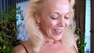 Beautiful Mature Amateur Houswife - 3 min