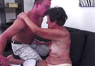 Amateur granny giving lame head and gets banged - 6 min