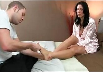 Milf gets fucked by a youngmfhotmom.com