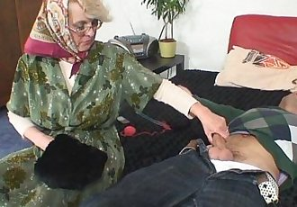 Lonely 60 years old granny pleases a stranger - 6 min HD