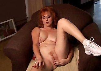 Mature amateur redhead squirts - 5 min
