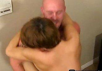 Mature pornstar Mitch Vaughn fucking a twinks ass