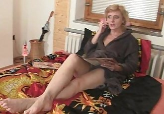Two deliverymen bang lonely mature - 6 min