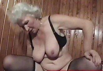 a horny granny fuckbitch - 5 min