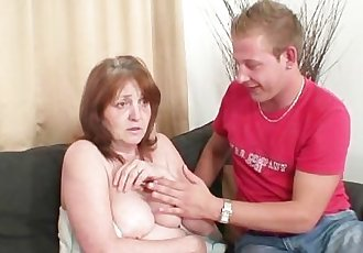 Horny guy bangs her GF\