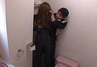 衣 Igawa 已 一个 molestor 获得 她的 关闭 相当的 漂亮的 - 56 sec
