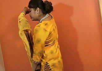 印度 色情明星 性感的 贝贝 鲁帕利 - 2 min hd