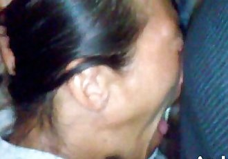 射液 臉部 拉丁妞,射精,褐發 成熟 亞洲 婊子 nutted 上 她的 臉 - 3 min