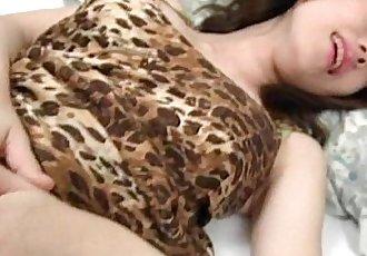 可愛的 日本鬼子 黑發 胳肢 和 手指 嘲笑 在 她的 小 縫 - 5 min