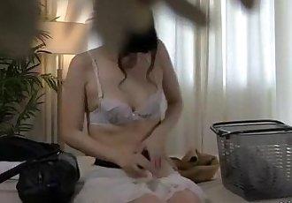 亞洲 女孩 按摩 手指 和 搞砸 與 玩具 通過 的 按摩師 上 的 床 - 8 min