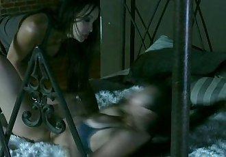 豐滿 剃光 亞洲 女同性戀 Katsuni - 10 min hd