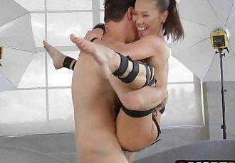 亚洲 摩洛伊斯兰解放阵线 卡丽娜 Ryu 衣服 起来 和 获得 下 上 一个 大 阴茎 - 7 min