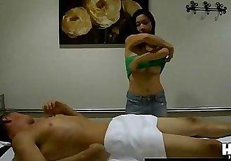Скрытые кулачки захват Эротические Азии массаж 5 мин