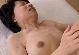 成熟 女人 與 毛茸茸的 貓 手指 和 舔 通過 年輕的 家伙 上 的 床墊 - 9 min