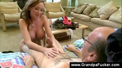 Teen gives old man a blowjob - 6 min
