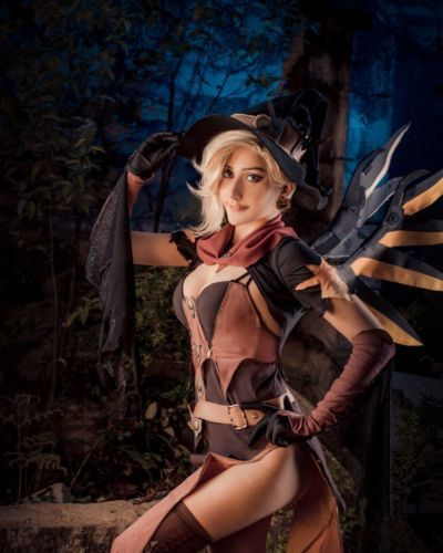 Witch Mercy cosplay