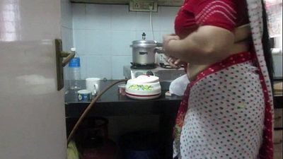 ▶ Leena Bhabhi Hot Navel Housewife 1 - 21 sec