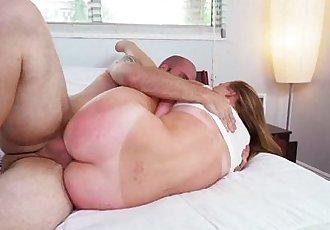 College babe Alyssa Cole loves hot rough fuck