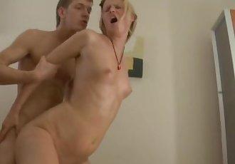 Hot blondie has great ass massage