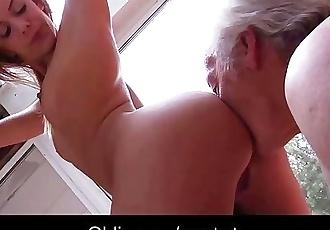 Teenie school girl swallowing grandpa cumshot after outdoor fuck
