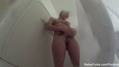 Dahlia Sky takes a hot shower