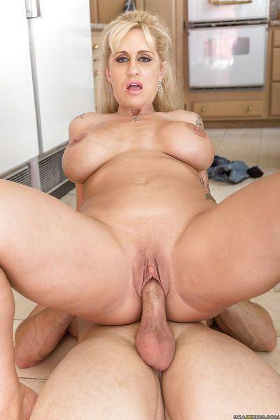 Leggy blonde mom Ryan Connor taking creampie on bald pussy - part 2
