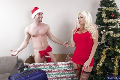 Curvy blonde cougar in stockings gets shagged under the Christmas tree