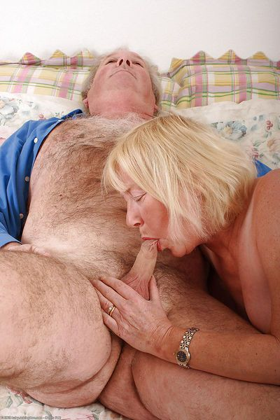 Amateur granny Angeline amazing hardcore sex in bedroom