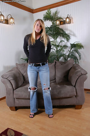 Blonde first timer sheds ripped jeans to model naked in heels