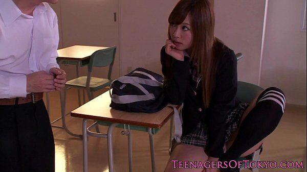 Stunning japanese schoolgirl tasting creampie HD