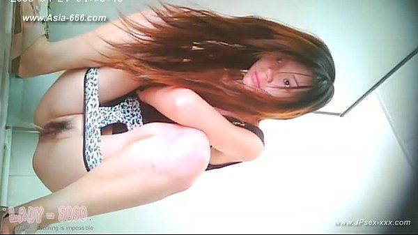 chinese girl go to toilet.5