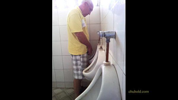 Punheta no Banheiro Público