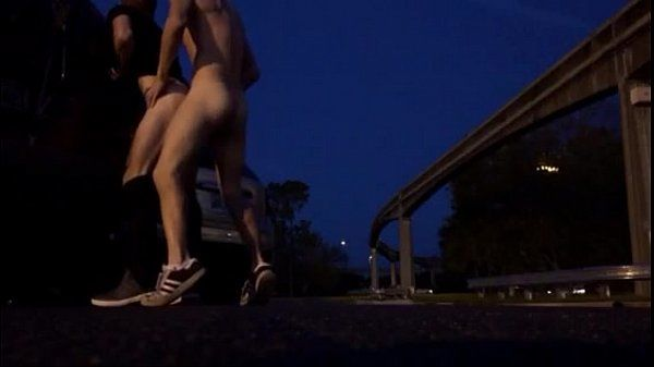 Fudendo amigo no estacionamento