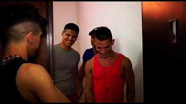 Brent Everett (13) , interviene con Luis Rivas,(U.S.A)