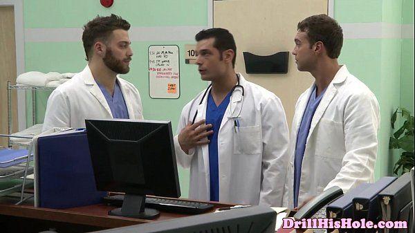 Gaysex bottom cums during threeway funHD