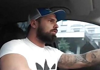 Caminhoneiro Bear se masturbando