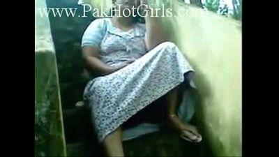 Sexy Indian Kerala Busty Aunty Pussy Show - 2 min
