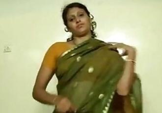 An indian mallu hot neighbour bhabhi teaching how to wear saree - 1 min 32 sec