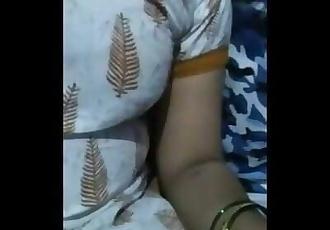 Desi Saree Bhabi Showing Boobs in the Camera