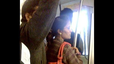 Delhi metro young lady caught him hard on - 2 min