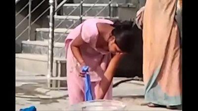 indian desi hor randi village schoolgirl washing www.xnidhicam.blogspot.com - 1 min 23 sec