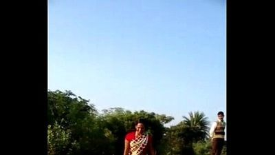 desi village bhabhi saree lift pussy show in public - 14 sec