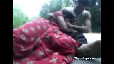 Indian Village Hot Bhabhi Enjoying Sex Devor On Top Of Roof - Wowmoyback - 7 min
