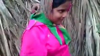 Indian Young Desi Village Girl Fucking Outdoor - Wowmoyback - 6 min