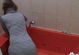 Amateur MILF Masturbates In The Bath On Hidden CameraHD