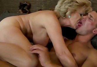 Amateur mature granny gets fucked - 6 min