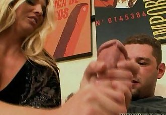 Super MILF Jordan Kingsley fills up on Whitezilla! - 5 min