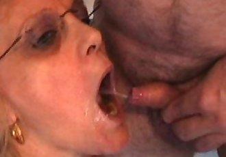 Orgie de Pisse pour une Mature - 52 sec