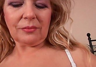 Busty granny Elza is toying her fuckable pussy - 6 min HD